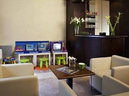 hotel ibis styles nantes centre place royale hotels frankrijk pays de la loire. Black Bedroom Furniture Sets. Home Design Ideas